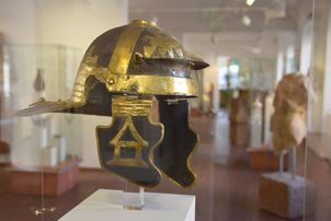 Helmet in the Roman section (photo: IR/City of Worms)